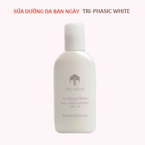 sua-duong-da-ban-ngay-spf-15-tri-phasic-white